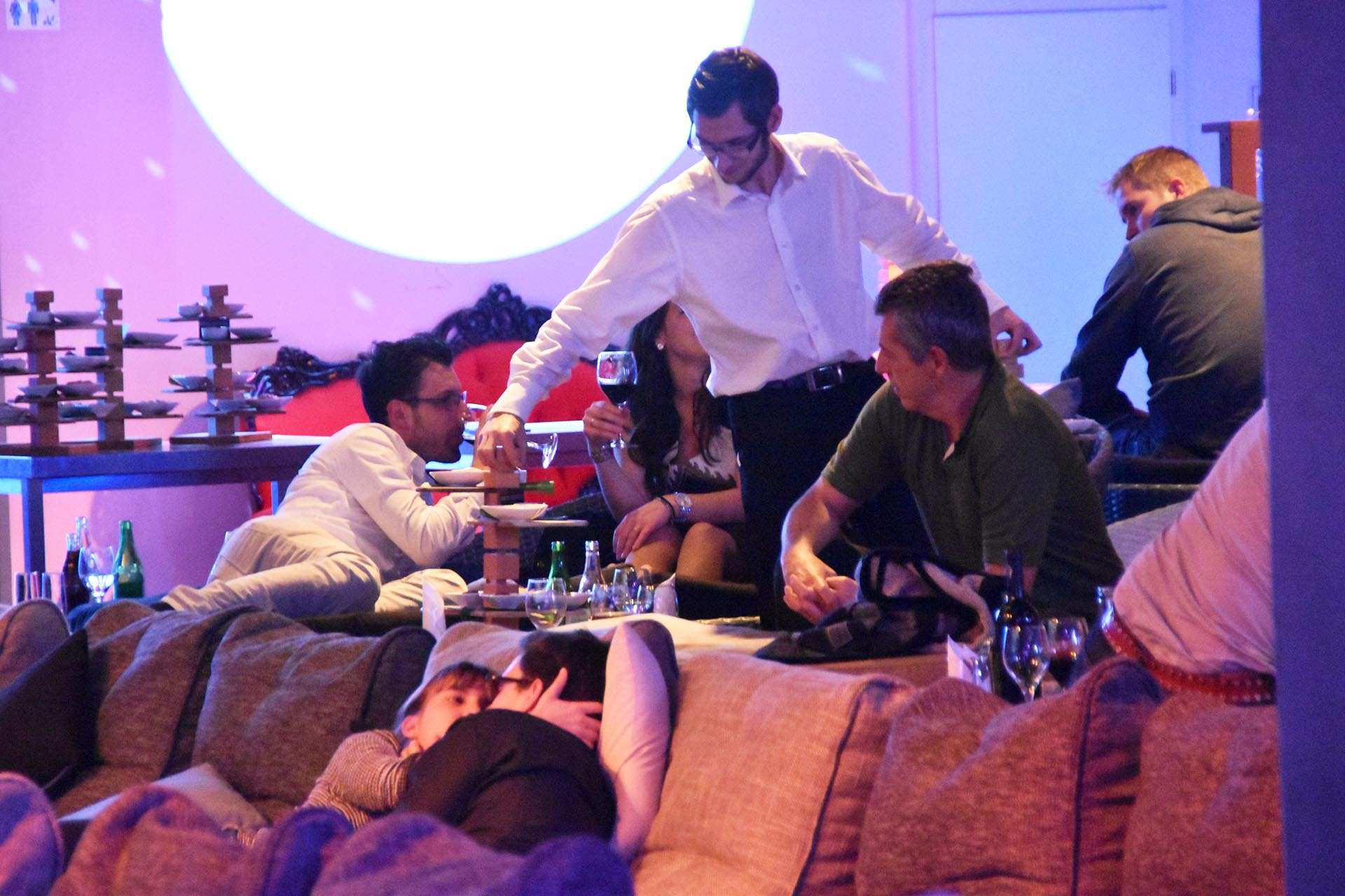 lounge-kino_etagere-direkt-in-der-lounge